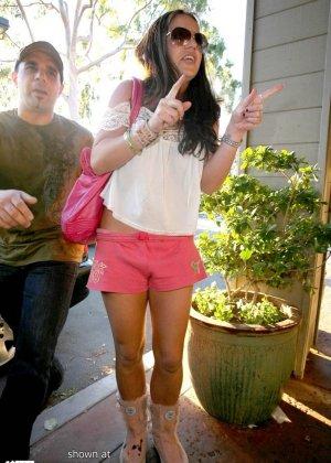 Бритни Спирс не подозревает, что ее снимают, получаются хорошие любительские снимки со звездой - фото 1