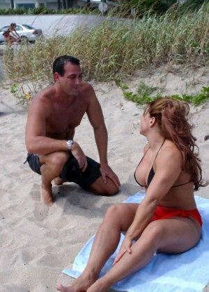 Телка познакомилась на пляже, пригласила мужика в номер и получила сперму на лицо после минета - фото 4