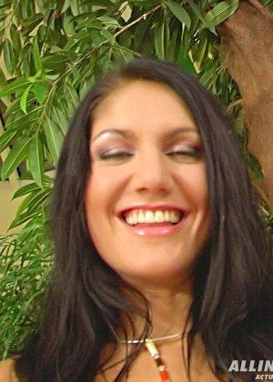 После анального секса, Сара измазала свою промежность каким-то кремом - фото 8