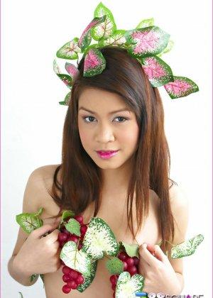 Азиатка хочет, чтобы полизали ее лохматые дырочки - фото 8