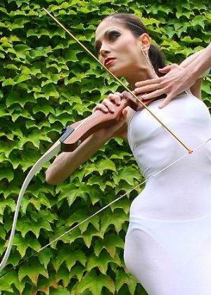 Худая балерина демонстрирует свою гибкость - фото 7