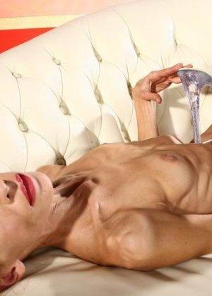 Невероятно худые девушки показывают гибкость тел, эротика специально для любителей худышек - фото 3
