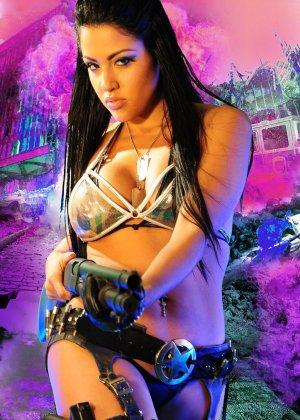 Джессика вооружена и очень опасна - фото 10