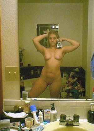 Молодые девушки целуют соски и просто стоят голыми - фото 13