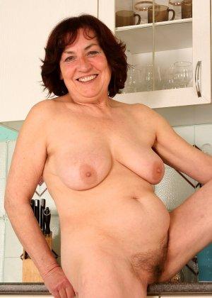 Женщина 63 лет, хочет чтобы с ее пиздой поиграли - фото 4