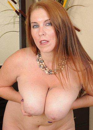 Рыжая женщина с большими грудями хочет помастурбировать - фото 1