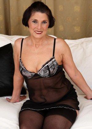 Зрелая тетка давно снимается в порно, ее фотографии заводят парней с большими членами и мужиков с похотливыми мыслями - фото 7