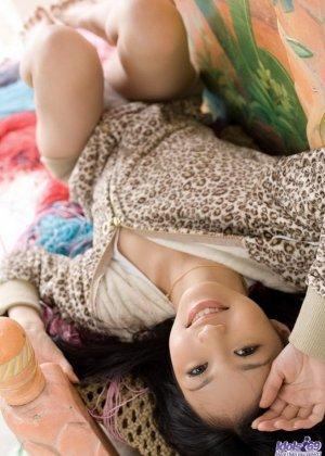 Прекрасная японская милаха показывает свою свежее тело - фото 10