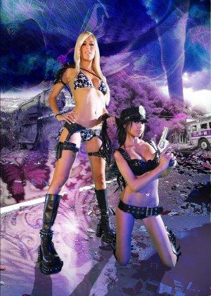 Красотка Дженифер на съемках фантастического порно фильма со своей подругой лесбиянкой - фото 8