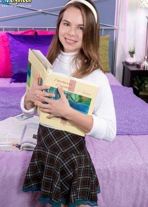 Молоденькая Дженнифер Метьюс показывает класс, позволяя себя трахать так как хочет этого ее партнер - фото 8