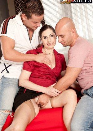 Мужчина выебал свою красивую жену на пару с другом - фото 12