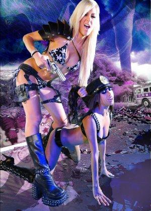 Красотка Дженифер на съемках фантастического порно фильма со своей подругой лесбиянкой - фото 10