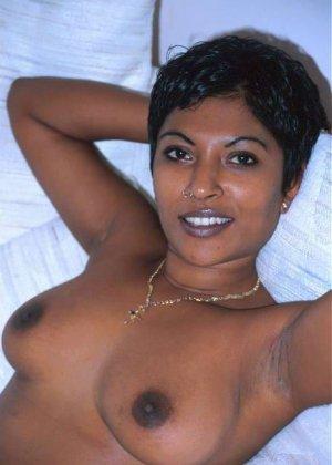 Мулатки в порно – мечта каждого мужчины, телка с темной кожей разденется и покажет свои загорелые соски - фото 4