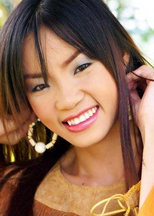 Кристина Хо красиво показывает свою щетинистую промежность - фото 7
