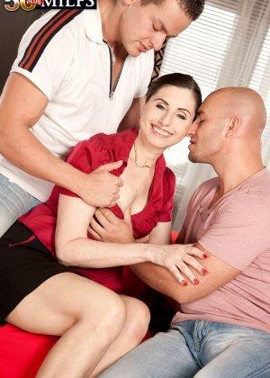 Мужчина выебал свою красивую жену на пару с другом - фото 11