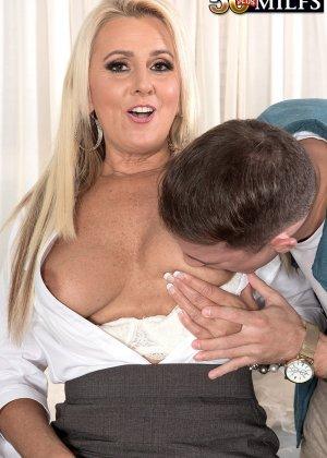 Начальница Мэдисон Милстар пригрозила увольнением, пришлось вылизывать прощение, мужчина раздвинул ноги шикарной женщине и сделал куннилингус - фото 12