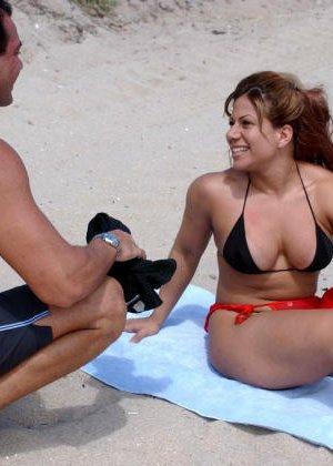 Телка познакомилась на пляже, пригласила мужика в номер и получила сперму на лицо после минета - фото 5