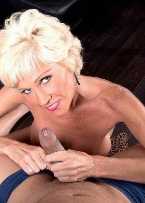 Опытная Ники запросто соблазняет молодого мужчину и он устраивает ей качественный секс - фото 6
