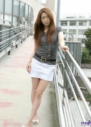Японская модель Юю показывает пушистый лобок и милую попку - фото 7