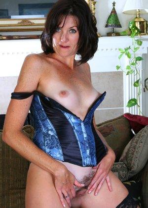 Женщина 37 лет раскрывает свою пизду - фото 15