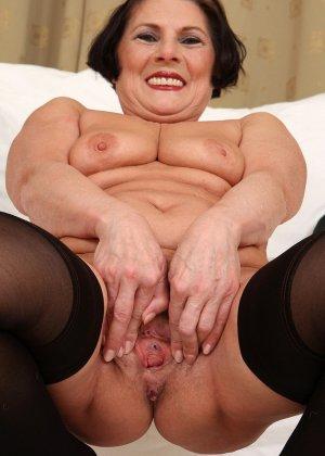 Зрелая тетка давно снимается в порно, ее фотографии заводят парней с большими членами и мужиков с похотливыми мыслями - фото 3