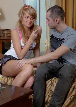 У парня неожиданно случилась эрекция и девушка ему не отказала в сексе - фото 9