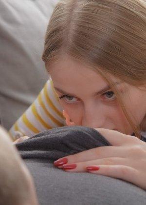 Парню мало красивого чувственного траха с любимой, он хочет отжарить ее в жопу, она не против новых ощущений - фото 7