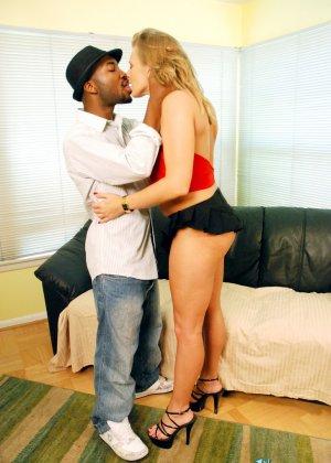 Пока совсем не состарилась, женщина решила попробовать секс с негром - фото 12