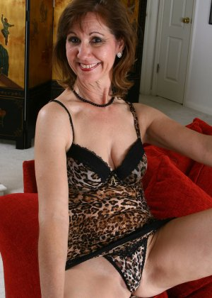 Женщина в 51 год еще имеет некую сексуальность и безумно хочет ебли - фото 8