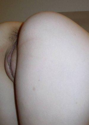 Девка солирует пиздой перед вебкой - фото 3