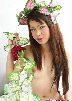 Азиатка хочет, чтобы полизали ее лохматые дырочки - фото 13