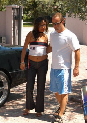 Страстные латинки готовы трахаться с незнакомцами, эта телка поехала в отель, чтобы быть оттраханой и получить сперму на лицо - фото 4