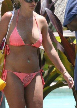Бритни Спирс не подозревает, что ее снимают, получаются хорошие любительские снимки со звездой - фото 5