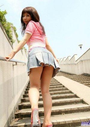 Японская милаха Саки показывает свои свежие дырочки - фото 10
