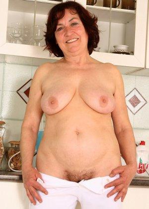 Женщина 63 лет, хочет чтобы с ее пиздой поиграли - фото 15