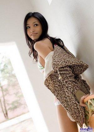Прекрасная японская милаха показывает свою свежее тело - фото 14