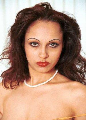 Милая женщина из Индии оголила сиськи - фото 15