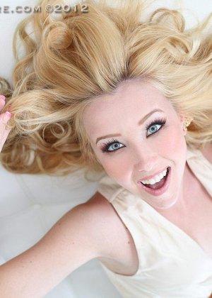 Блондинка Саманта Роне имеет аккуратные дырки, ее парень любит трахать ее розовую вагину и спускать сперму в рот - фото 10