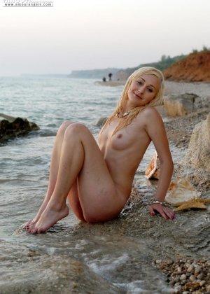 Нудисты в порно – это тема будоражит тысячи людей, эта русалка любит загорать на нудистских пляжах России - фото 20