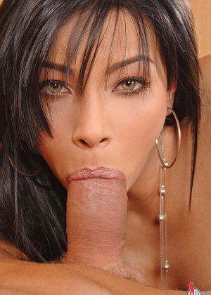 Сперма на губах Анджел Пинк добавляет ей шарма - фото 1