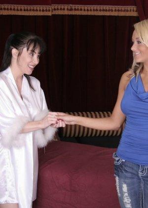 Первый лесбийский контакт у женщины случился на массаже - фото 7