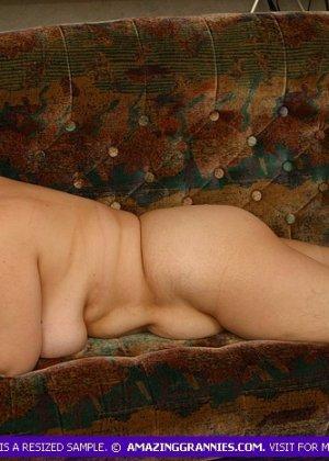 Жирная женщина с редкими волосами на лобке - фото 3