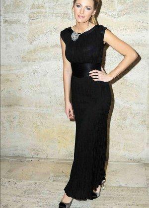 Сквозь платье Блейл Лайли, можно кое-что разглядеть - фото 6