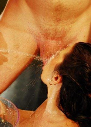Красивую женщину обоссали двое мужчин - фото 6