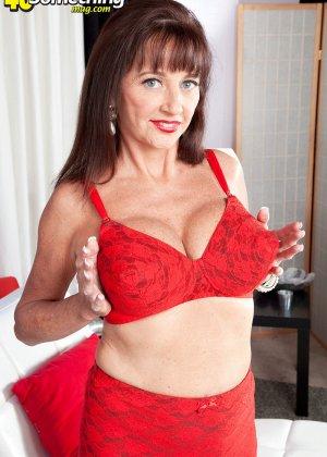 Киара немного оголилась, сняв часть нижнего белья красного цвета - фото 13