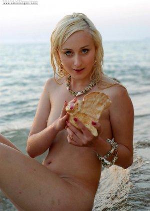 Нудисты в порно – это тема будоражит тысячи людей, эта русалка любит загорать на нудистских пляжах России - фото 1