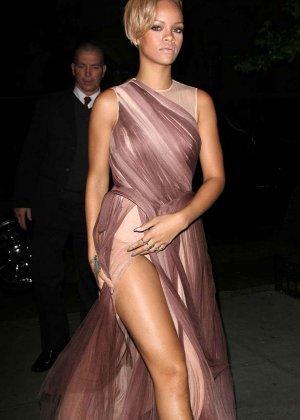 Изумительные ножки Рианны - фото 2