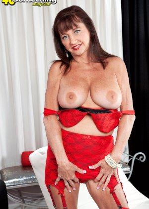 Киара немного оголилась, сняв часть нижнего белья красного цвета - фото 2