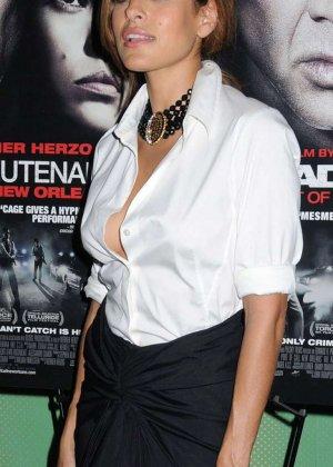 Знаменитость Ека Мендес не носит лифчика под блузкой и снимается в откровенных сценах фильмов - фото 6