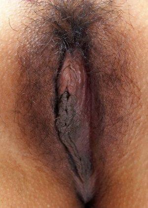 Милая азиатки Джиб Джаринья показывает небритую пизду - фото 2